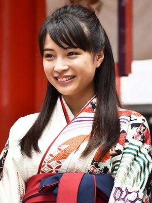 suzu hirose shihayafuru 002-1.jpg