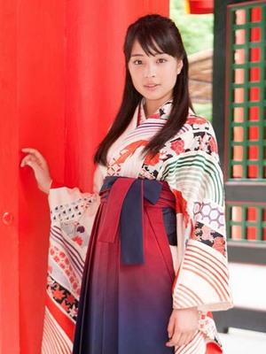 suzu hirose shihayafuru 003-1.jpg